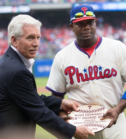 bbbc2d9b Oct 2, 2016; Philadelphia, PA, USA; Philadelphia Phillies first baseman  Ryan Howard (6) is presented a Phillies great Mike Schmidt during a pregame  ceremony ...